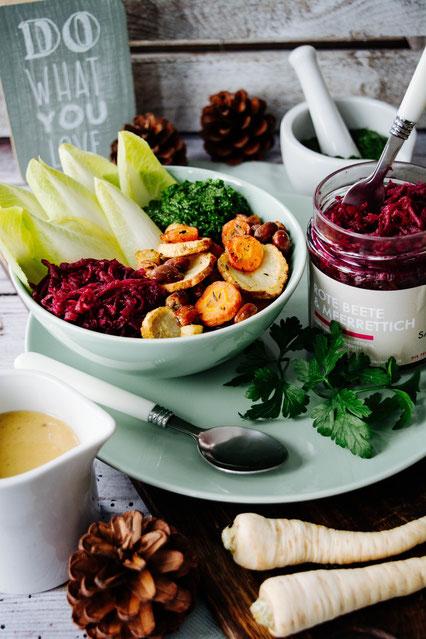 Winter Bowl mit Fermentiertem und Ofengemüse