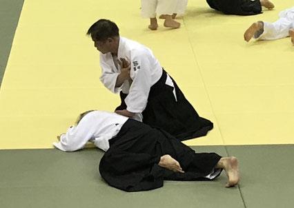 三教固め裏 冨田氏 振り子運動へ腰を落ち着けようとするところ。
