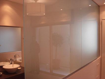 Διαχωριστικό μπάνιου με τζάμι, διαχωριστικά μπάνιου, γυάλινες κατασκευές για το μπάνιο. Χώρισμα γυάλινο μπάνιου. Ιορδανίδης Αργυρούπολη τζάμας, τζάμι-κρύσταλλο Ιορδανίδης Αργυρούπολη
