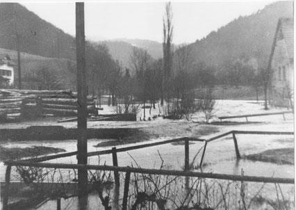 Auch der Sägereiplatz stand unter Wasser. (Foto: Arthur Brogle, 3.3.1956)