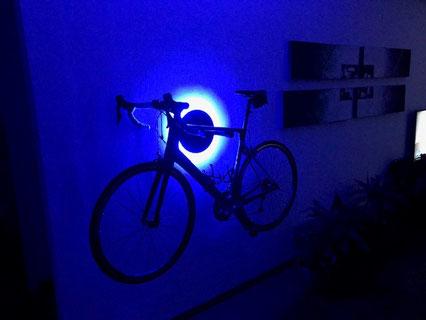 Wandhalter Wandmontage Halterung Fahrrad Rennrad Holz mit Beleuchtung LED Bike wall mount Karbon Carbon