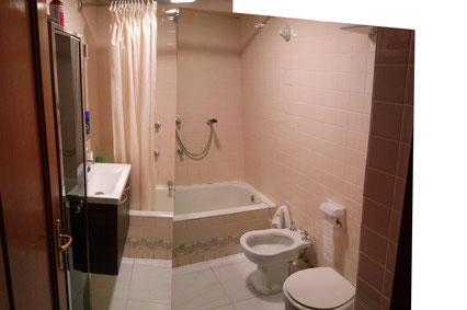 estado original del baño con bañera