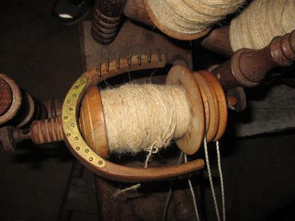 Spindel mit Wolle