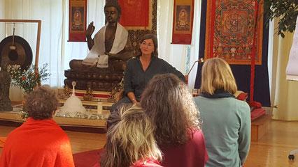 Christa Spannbauer im buddhistischen Zentrum Lotos Vihara