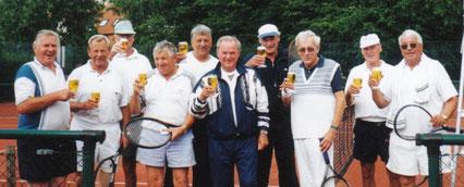 Joachim Kallmorgen, ganz rechts stehend mit seiner Mannschaft