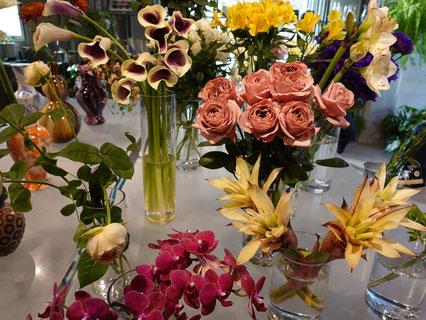 店内には仕入れから3日以内のフレッシュな花々が並びます