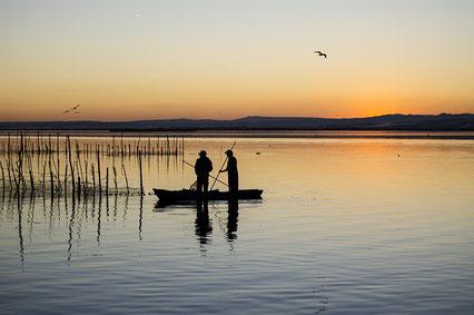 Amanecer en el lago  Albufera de Valencia.