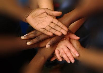 Hände Über uns