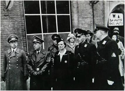 Willi Münzer op 19 december 1941, toen de nieuwe N.S.B. burgenmeester C.E.P. Lenshoek werd aangesteld en het nieuwe Bankwartier aan de Klokstraat in Goes werd geopend