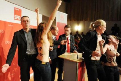 Femen-protest imod Hamburgs borgmester Olav Scholz