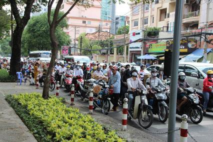 Plus de scooters que de voitures !!
