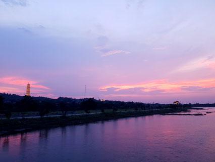 Sonnenuntergang bei der Bai Dinh Pagoda