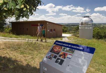 Wanderer an der Sternwarte in Winzer, Foto: LRA DEG