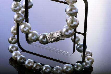 schmuckfotografie zürich perlenkette
