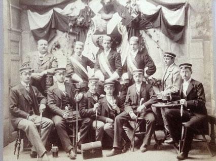 Jahrgangsfoto aus dem Jahr 1892 (Hermann Föttinger mittig mit Pfeife)
