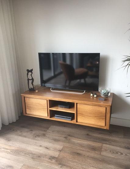 Zwevend eiken tv meubel te Wezep