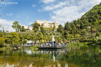 Bilck auf den See und das Schloss sowie teile des Botanischen Gartens