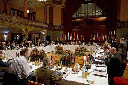 Sitzung der Ministerpräsidentenkonferenz (2013). Foto: Staatsministerium Baden-Württemberg (CC BY-NC-ND 2.0)