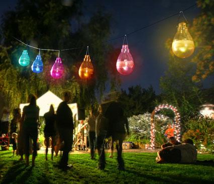 ©Nortene, lampes solaires colorées FIREFLY à suspendre