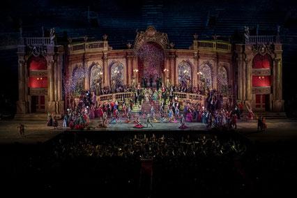 Beispielbild für ein Bühnenbild in der Oper in Verona