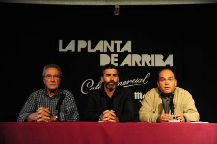 De izquierda a derecha: el poeta Pablo Jiménez, el poeta Javier Magano y Pablo Méndez, editor de Vitruvio. Foto: Ángel Pablo Corral Jiménez