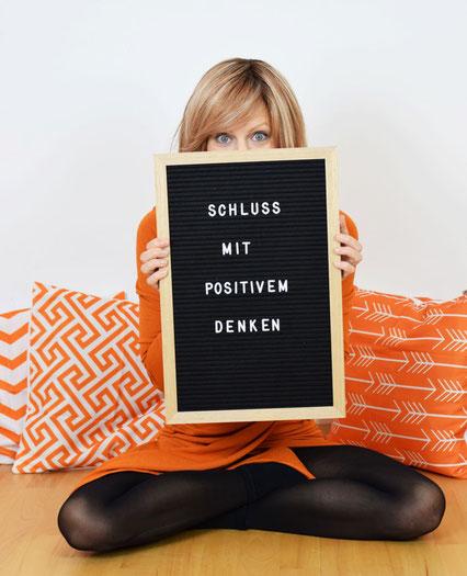 Katharina Mühl die Glückstrainerin meint Schluss mit positivem Denken auf Zwang