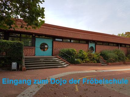Haupteingang zur Sporthalle der Friedrich-Fröbel-Schule