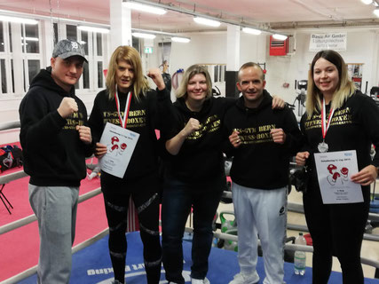 Marco Spath und Bernie Pulfer, stolzes Trainer Team mit ihren Boxerinnen Yvonne, Anita und Virginia am Swissboxing LC-CUP FINALE 1. Dezember 2018 in Frenkendorf