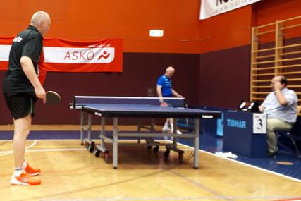 Tomas Janci gewann trotz widriger Umstände seine drei Einzelspiele. Hier ist Sierndorfs Nummer 1 im Duell mit Landsmann Anton Kutis zu sehen.