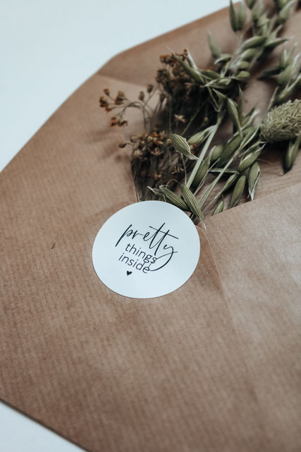 Sticker Aufkleber Verpackung pretty things inside