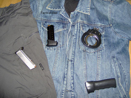 5.11 Jeansjacke mit Off-Duty EDC  (Walther PPS rechts und Walther CCP Magazin links)
