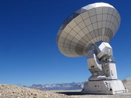 電波望遠鏡イメージ