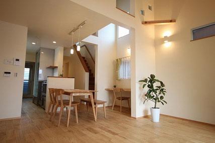 狭小地に建つ開放感のある家