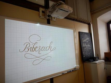 Handlettering und trotzdem digital ... schreiben mit dem Stift des Beamers