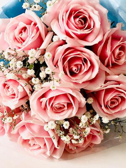 こちらは生花のバラ