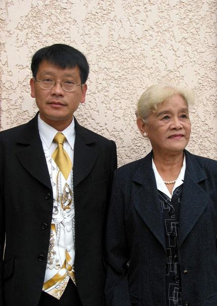 2002. PARIS, UN DEMI-SIECLE APRES LA MAMAN DE KIM KHÔI, Mme NGUYÊN NGOC-TRÂM RETROUVE LA CAPITALE DE SES 18 PRINTEMPS. C* N.K.K.
