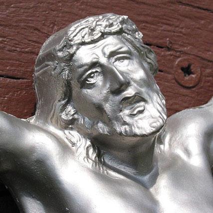 Pluwig. Theis-Kreuz. Der leidende Christus