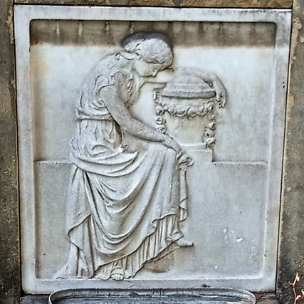 Trauernde Relief Johannisfriedhof Bild: Susann Wuschko