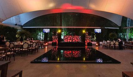 Montaje de nuestro dj GRAND en Hacienda San Fernando en momento de recepción, también una pista iluminada
