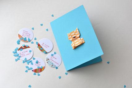 Carte de souhaits avec chat en origami