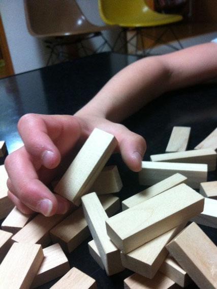 でも昨日,学校で頼んでおいた将棋(3年生からの教材)が届いてたので将棋の方にシフトする予感。(汗)てか絶対将棋する日々が続くわ!(滝汗) 奥さんにも覚えてもらわないとヤバイことになるなwww