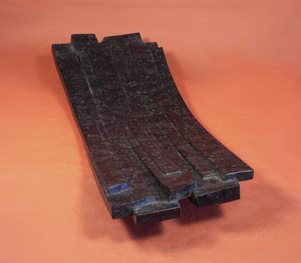 Schale aus Naturstein. Flache Schale aus Stein. Schale flache Form. Schalen, Gefäße aus Naturstein. flache Schale aus schwarzem Stein.