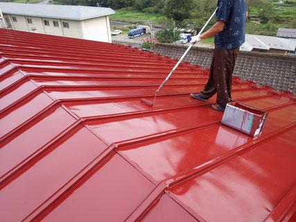 岩手岩泉屋根上塗り塗装中