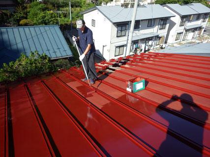 屋根塗装(中塗り・ローラー)