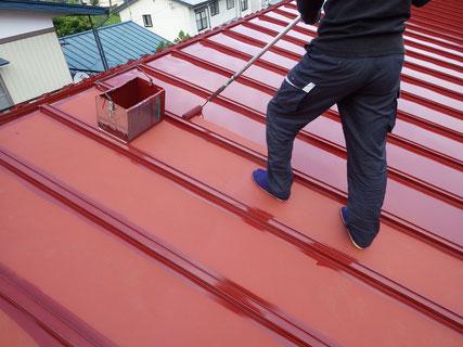 岩手岩泉、屋根中塗り中