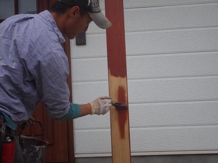 盛岡市玄関柱下塗り