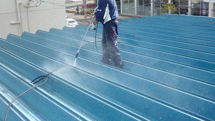 花巻屋根塗り替え工事、洗浄