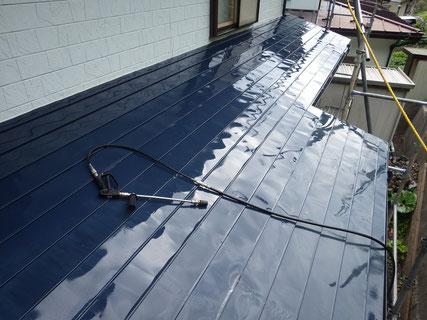 下屋根高圧洗浄後