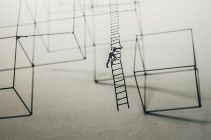 Souffrance au travail, psycho-dynamique de la reconnaissance, équilibre, identité, crise