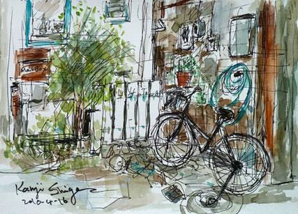 茅ヶ崎市・一中通りの路地裏の自転車